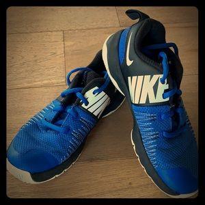 Nike Hustle Quick Basketball Sneakers